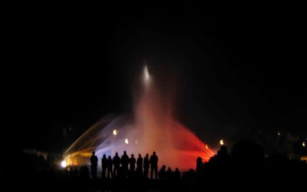 vodní a světelná fontána