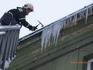 Hasiči odstraňovali nebezpečné sněhové převisy a rampouchy