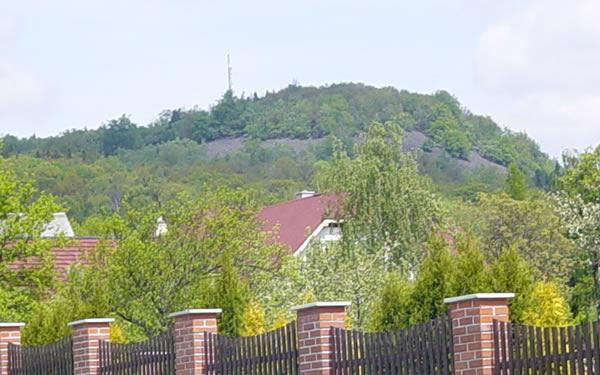 Holý vrch s převaděčem televizního signálu (pohled z Kamence)